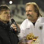 S oslavencem Rosťou Macháčkem 4.11.2011 poločas zápasu FC Hradec Králové- FK Baumit Jablonec