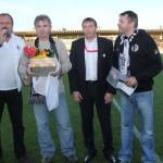 Fotbalová legenda Pavel Černý slaví '50' /druhý zleva/ gen. Řed. R. Jukl a za Fan Klub Honza Kotouček 30.9.2012