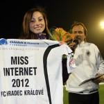 Hradec Kralove a Miss Internet -dres FC 2012
